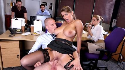 Смотреть В офисе онлайн